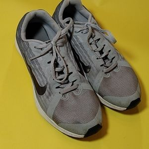 Nike gray shoes size 7Youth